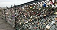 10 Tempat Gembok Cinta Populer Di Dunia