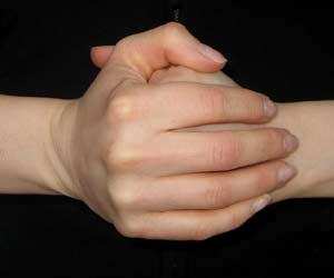 membunyikan jari tidak terkena arthritis