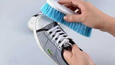 washing shoe