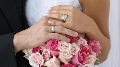 cincin nikah di jari manis