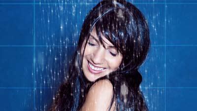 Mandi air dingin akan membuat rambut dan kulit rambut Anda lebih kuat