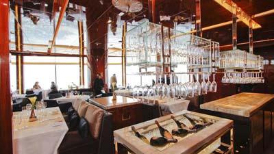 At.Mosphere di Burj Khalifa, Dubai adalah restoran tertinggi dunia