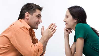 Berbicaralah lebih pelan agar lawan bicara Anda dapat mengerti dengan cepat yang Anda maksud