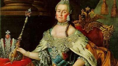Catherine The Great melihat bayangan dirinya sendiri duduk di singasana
