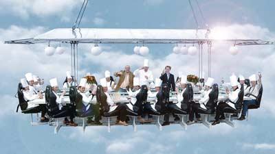 Luar biasanya makan di Dinner in the Sky pada berbagai negara