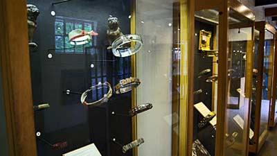 Museum kalung anjing atau The Dog Collar Museum adalah salah satu museum teraneh dunia