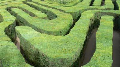 Hampton Court Maze adalah salah satu labirin paling rumit dan kompleks dunia