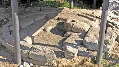 Lacus Curtius pada dahulunya merupakan lubang raksasa yang menjadi pintu masuk akhirat