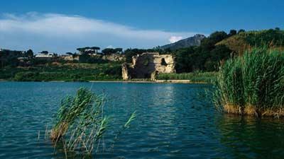 Danau Avernus ternyata adalah salah satu tempat di dunia yang menjadi pintu gerbang neraka