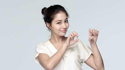 Lee Min Jung adalah artis cantik Korea yang memiliki kecantikan natural alias cantik alami