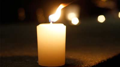 Hindari menyalakan lilin di ruang tertutup karena dapat membunuh Anda