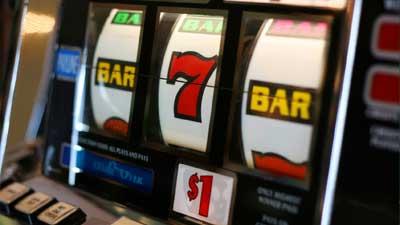 Dennis Nikrasch mengalahkan mesin slot kasino dengan melakukan kecurangan chip