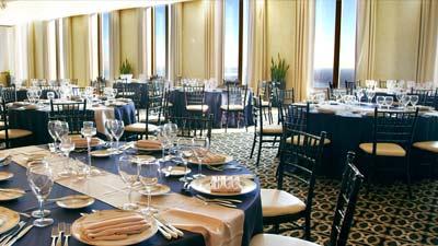 Mid-America Club adalah salah satu restoran tertinggi dunia yang ada di Aon Center