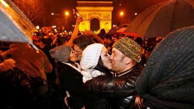 Ciuman tahun baru sebagai tradisi tahun baru yang unik