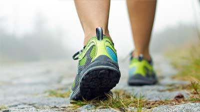 Pola hidup sehat dapat dicapai dengan berjalan setidaknya 30 menit setiap hari