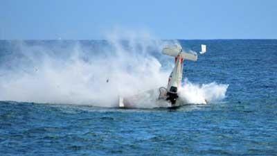 Salah satu alasan terbesar mengapa seseorang bisa terdampar di laut adalah kecelakaan pesawat