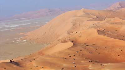 Rub Al Khali sebagai salah satu gurun terluas yang ada di dunia juga adalah salah satu gurun terpanas
