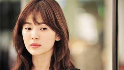 Song Hye Kyo adalah artis korea dengan kecantikan alami tanpa pernah tersentuh pisau bedah