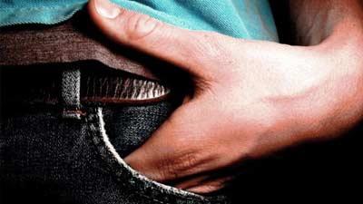 Jangan letakkan tangan di kantong, itu malah membuat komunikasi Anda buruk