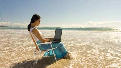 Travel Writer atau penulis perjalanan adalah salah satu pekerjaan yang membayar Anda untuk berpergian