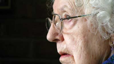 Wanita tua yang menyembunyikan kematian adalah penyebab ia harus memiliki kematian