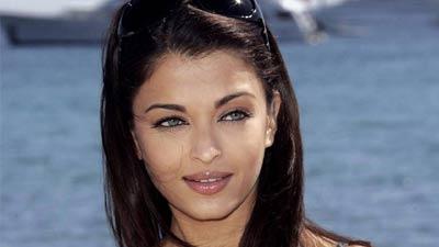 Aishwarya Rai Bachchan adalah satu wanita tercantik duia yang juga pernah masuk sebagai wanita dengan pemilik bibir terseksi