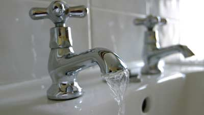 berapa banyak air yang Anda gunakan dalam 1 hari?