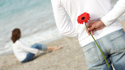 Walaupun bunga terkesan romantis dan adalah salah satu hadiah terpopular namun ternyata banyak wanita lebih suka hadiah produk