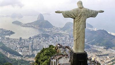Patung Tuhan Yesus Christ the Redeemer di Rio de Janeiro, Brazil