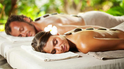 Hadiah liburan relaksasi di akhir pekan seperti daily spa ternyata sangat umum sebagai hadiah untuk wanita