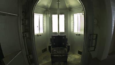 Hukuman ruang gas beracun (gas chamber)