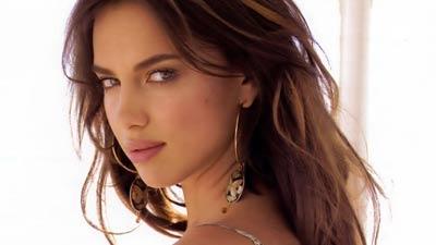 Irina Valeryevna Shaykhlislamova atau singkatnya irina Shayk adalah salah satu wanita paling cantik di dunia