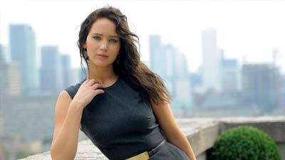 Jennifer Lawrence merupakan salah satu wanita paling cantik di dunia dan dikenal melalui kemunculannya di The Hunger Games dan X-Men