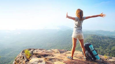 Perjalanan wisata adalah hadiah yang berada di urutan teratas hadiah terpopular untuk para wanita