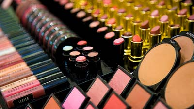 Kosmetik adalah salah satu hadiah paling popular untuk wanita
