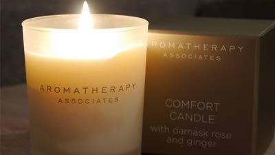 lilin aromaterapi adalah salah satu bentuk hadiah paling popular untuk wanita dan sudah sering sekali dijumapai di berbagai kesempatan