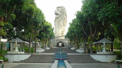 Patung ikonik Singapure yaitu Merlion of Sentosa