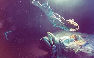 Mimpi Lucid oleh seorang wanita