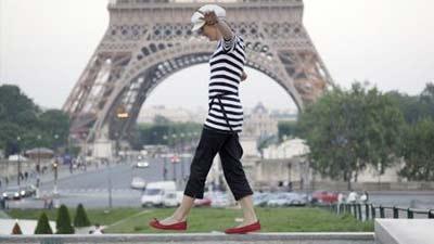 Paris memang terkenal akan salah satu tempat wisata terbaik termasuk untuk wanita single