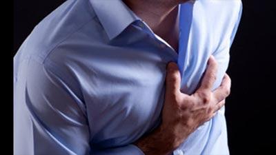 Orang yang kesakitan karena penyakit jantung iskemik