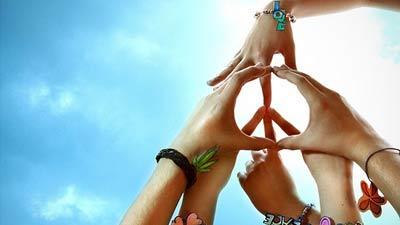Perdamaian dunia atau peace yang dilambangkan dengan 6 tangan
