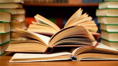 Penulisan buku-buku dan riset akademis