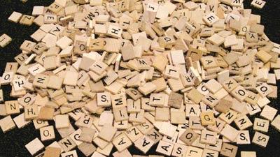Huruf-Huruf scrabble yang berantakan