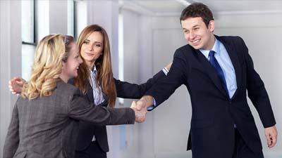 Tersenyum mungkin memberikan Anda kesempatan dapat pekerjaan