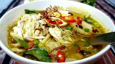 Soto ayam khas dari Indonesia