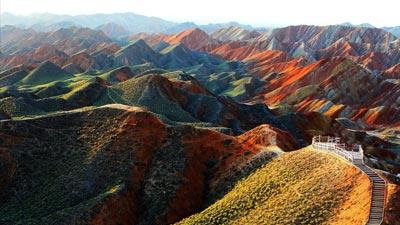 Warna warninya gunung pelangi di Zhangye Danxia Cina