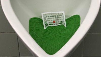 toilet sepakbola