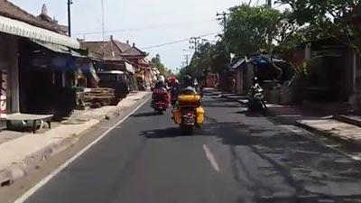 jalan di tengah