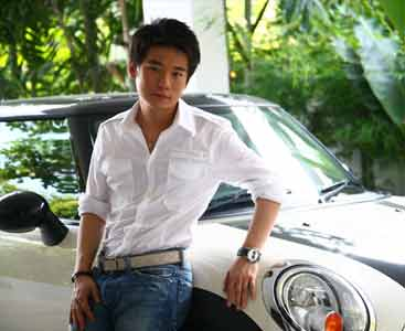 Top Ittipat with Car