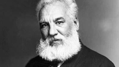 Alexander graham bell penemu dari mesin telepon